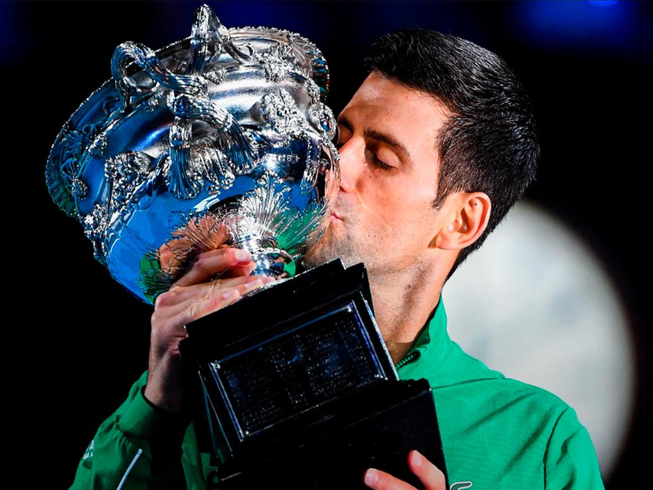 Djokovic vượt Nadal chiếm ngôi số 1 thế giới