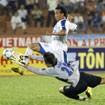 """Vòng 16 V-League: """"Vua"""" Trindade dọa sút thủng lưới Bình Dương"""