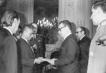 Chuyện đời đại sứ Bài 2: Kẹt trong đảo chính ở Chile