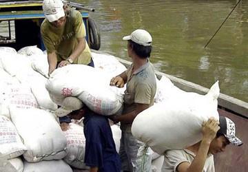 """""""Đẩy"""" cho địa phương tạm trữ gạo: Ai lo đầu ra?"""