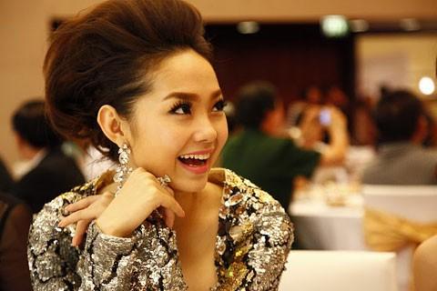 Minh Hằng: Không có chuyện lấy chồng và hoãn cưới