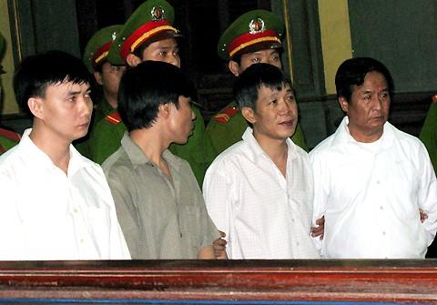 Giám đốc thuê đàn em Dung Hà giết người lại thêm tội