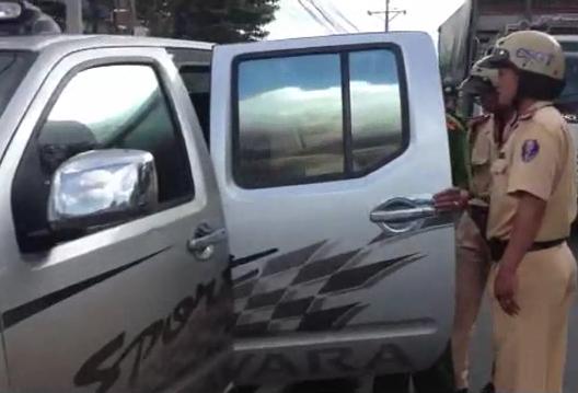 Chủ trại cá sấu Đồng Nai tông cảnh sát rồi ăn vạ