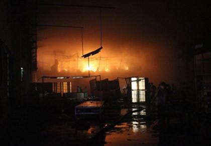 Hơn 1500m2 nhà xưởng KCN Sóng Thần bị thiêu rụi