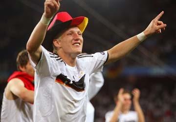 Mourinho muốn có Schweinsteiger với giá 50 triệu euro