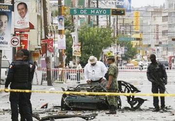 Tấn công cảnh sát bằng xe bom