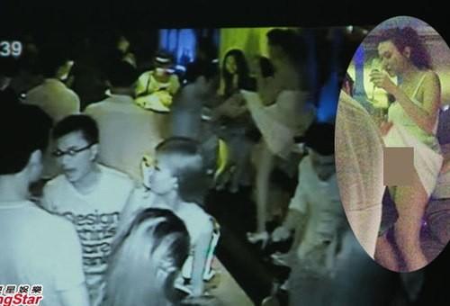 Siêu mẫu Hong Kong bị đàn ông tốc váy trong hộp đêm