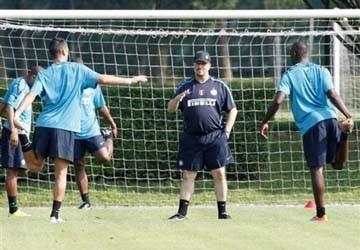 """Buổi tập đầu tiên của Benitez tại Inter: Háo hức """"cú ăn Sáu"""""""