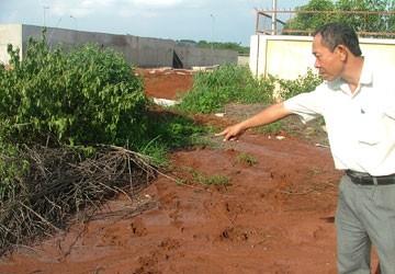 Bà Rịa-Vũng Tàu: Một công ty dệt nhuộm xả nước thải ra môi trường