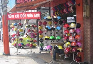 """Không dễ mua mũ bảo hiểm """"xịn"""""""