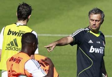 Mourinho với buổi tập đầu tiên chỉ có... 8 cầu thủ Real