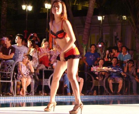 Phạt người cho múa sexy tại lễ hội ẩm thực…7 triệu đồng!