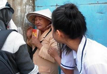Cụ bà 75 tuổi bị giật 150 tờ vé số