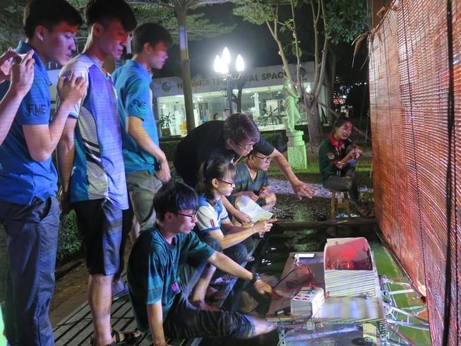 Độc đáo đêm diễn múa rối nước tự động của sinh viên kỹ thuật