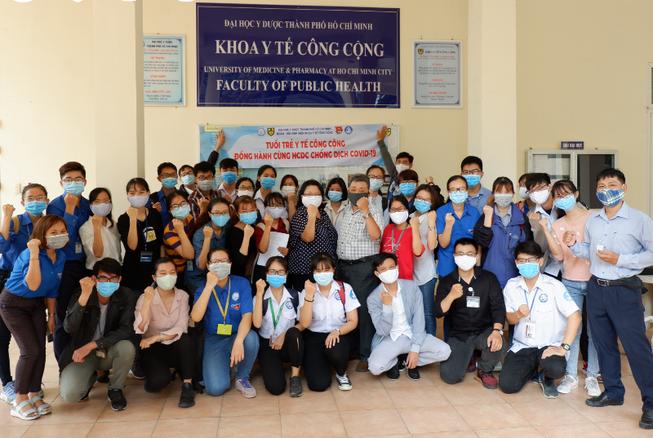 Hàng ngàn sinh viên y khoa ra quân phòng chống COVID-19