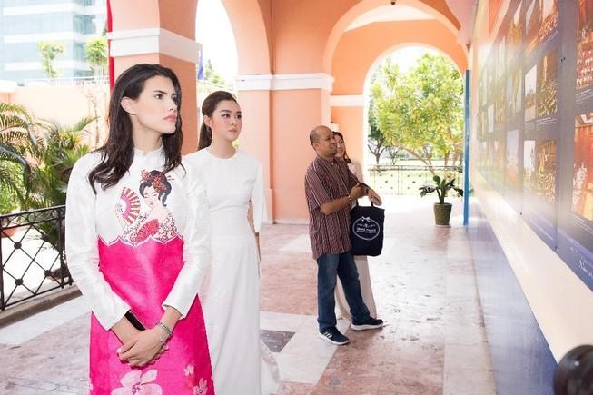 Á hậu Tường San cùng hoa hậu quốc tế Mariem dạo chơi Sài Gòn