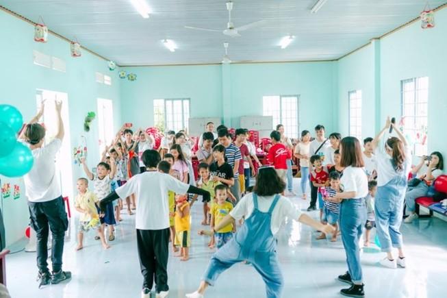 Kaity Nguyễn cùng hội bạn thân có ngày Trung thu ý nghĩa