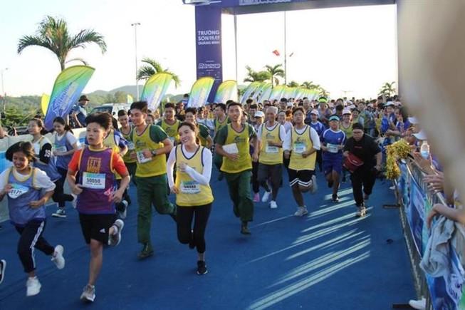 Liên Bỉnh Phát, Trọng Hiếu rủ nhau chạy marathon