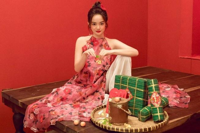 Kaity Nguyễn khoác lên mình áo dài hóa nàng thơ đất kinh kỳ