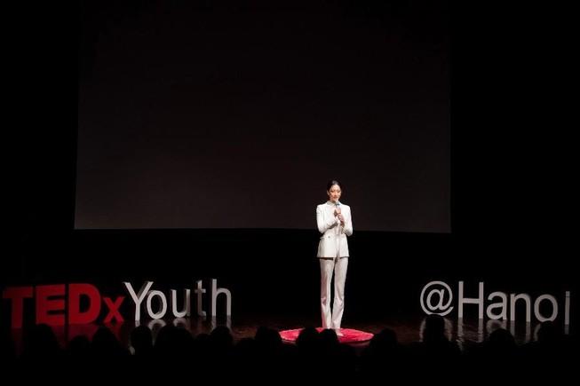 Lương Thuỳ Linh làm diễn giả bằng tiếng Anh