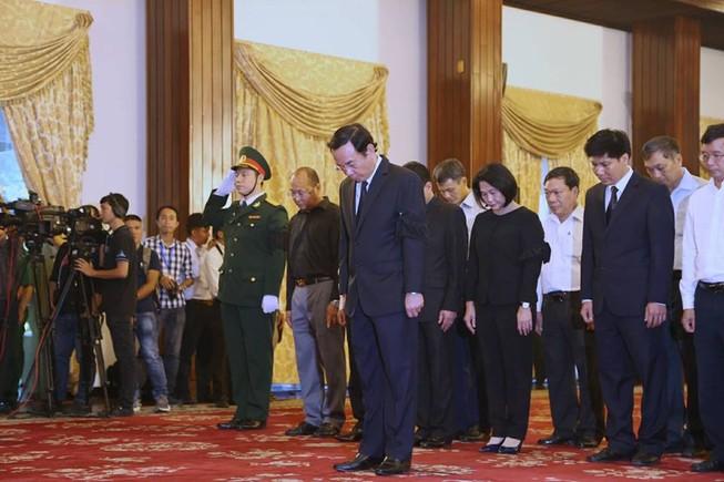 Dòng người đến viếng Chủ tịch nước Trần Đại Quang ở TP.HCM