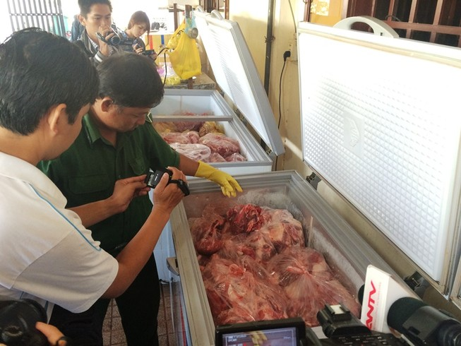 3 tấn thịt trâu Ấn Độ nhúng hóa chất sắp thành món bò kho