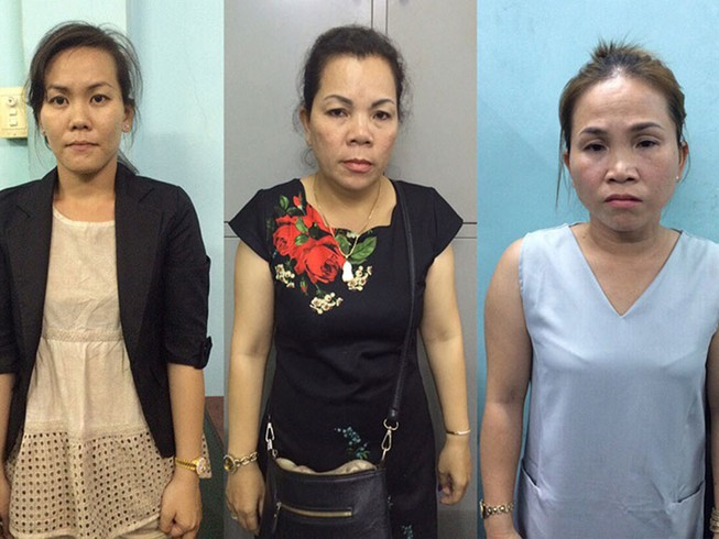 Nhóm phụ nữ móc túi ở đường hoa Nguyễn Huệ đêm 29 Tết