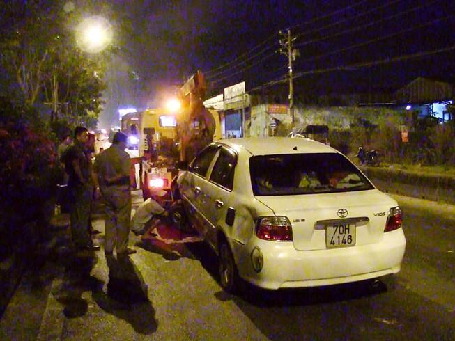 Container húc đuôi ô tô, 4 người trong xe hoảng loạn