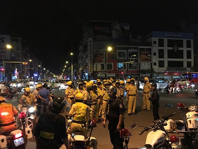 Hàng trăm xe máy đi 'bão', bị cảnh sát bắt giữ