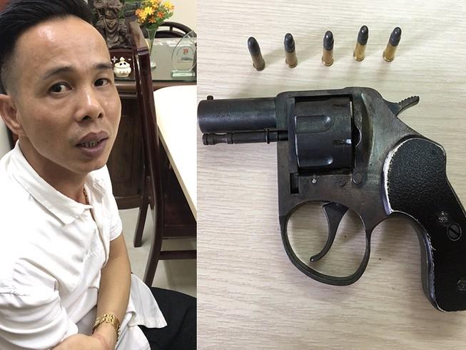 Ông chủ thủ súng ru lô điều hành ổ bạc ở quận Tân Phú
