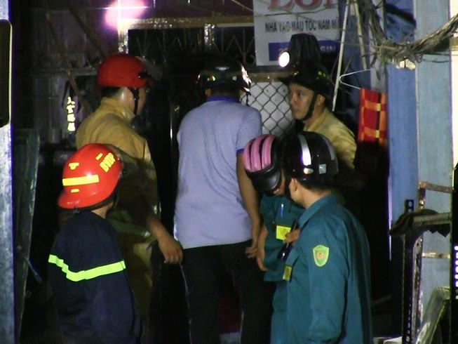 Sập nhà cổ ở quận 1, nhiều người mắc kẹt kêu cứu