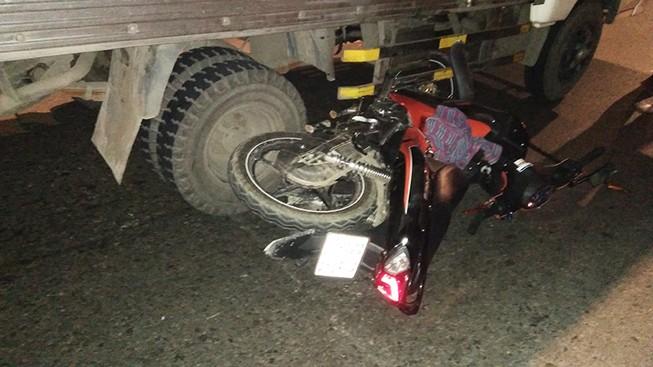 Xe máy bị kéo lê khi vào đường cấm ở quận Bình Tân