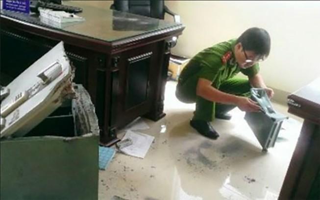 Trộm đột nhập công ty ở TP.HCM, bê két sắt nặng 140 kg