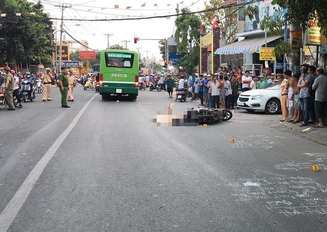 Thắng gấp ngã ra đường, người đàn ông bị xe buýt cán chết