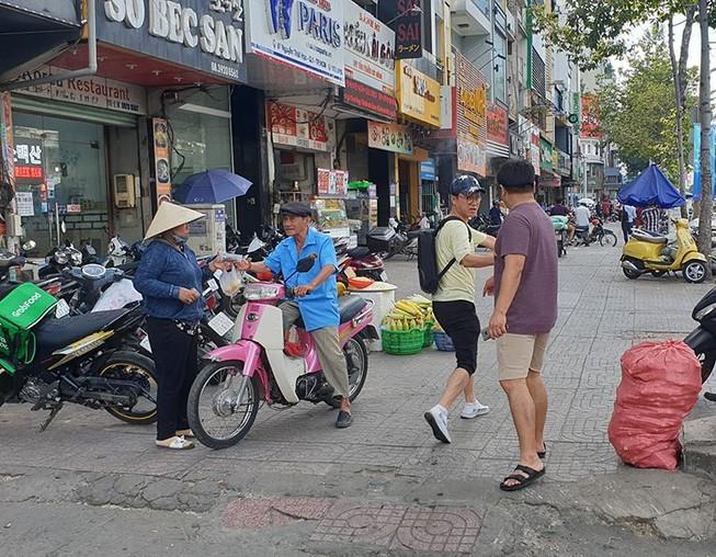 Du khách Hàn Quốc kể lại lúc bị giật 120 triệu tại quận 1