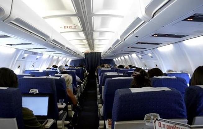 Điều tra hành khách Trung Quốc nghi trộm tiền trên máy bay