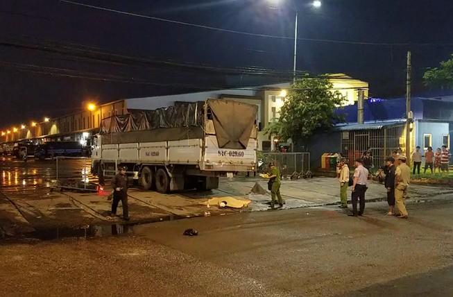 Xe tải cán ba người thương vong ở Chợ đầu mối Bình Điền