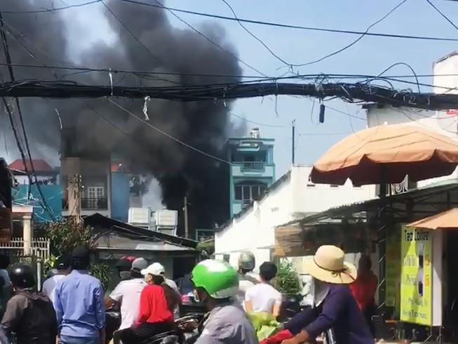 Cháy nhà vắng chủ ở Gò Vấp, cả khu vực náo loạn