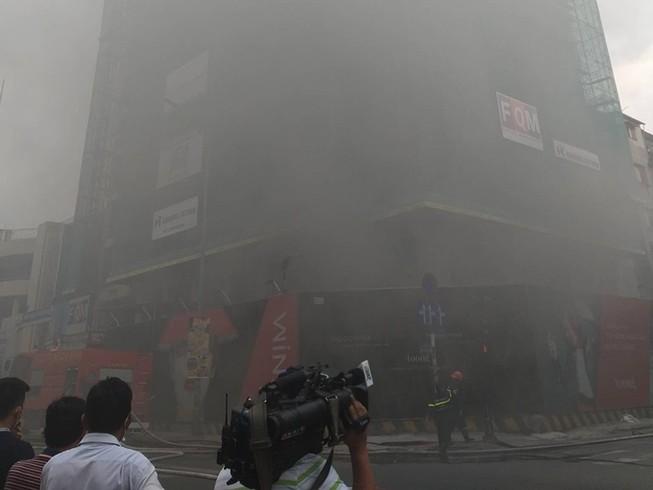 Cháy lớn công trình tại quận 1
