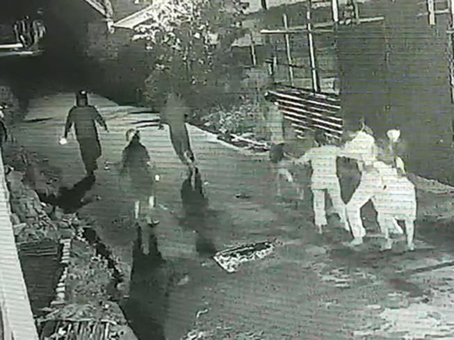Bị vây chém lúc rạng sáng ở Bình Tân