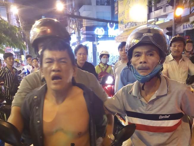 'Hiệp sĩ Tân Bình' bắt tên trộm xe có ba tiền án