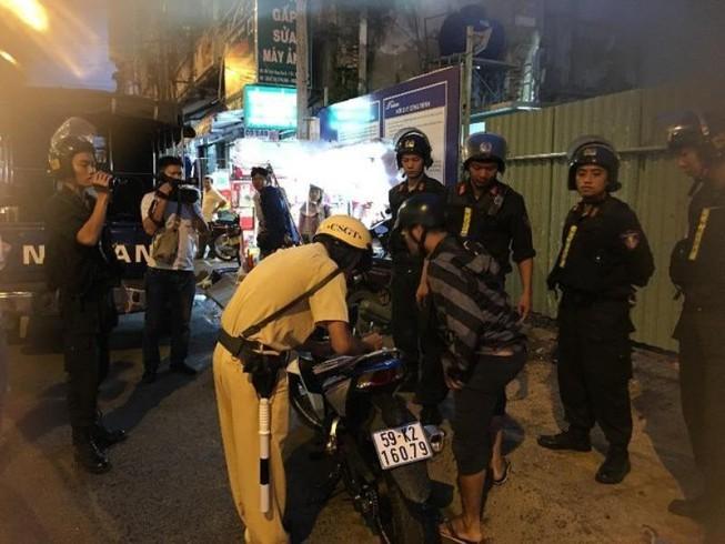 Khởi tố tội giết người với thanh niên đua xe tông chết CSGT