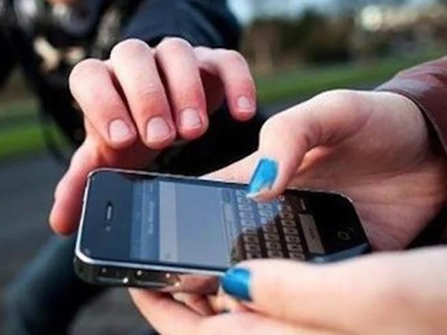 Công an khống chế 2 thiếu niên cướp giật ở quận 1