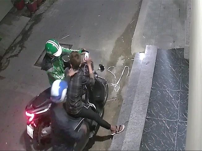 Từ vụ trộm, 2 kẻ cướp gí dao, cướp xe Vespa 1 năm trước bị bắt