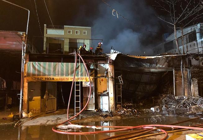 Cháy cửa hàng ở quận 12, nhiều tài sản bị thiêu rụi
