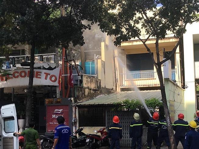 Trạm điện ở quận 3 nổ 2 lần trong ít phút, dân hoảng hốt