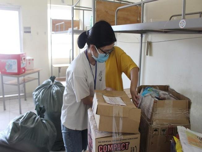 Sinh viên tình nguyện dọn ký túc xá đón người cách ly