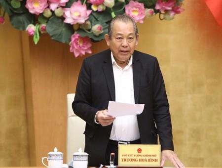 Phó Thủ tướng Trương Hòa Bình chủ trì phiên họp đầu tiên của Tổ công tác rà soát văn bản quy phạm pháp luật, ngày 28-3-2020.