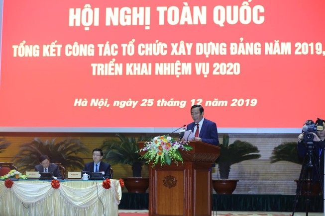 Phó trưởng ban Tổ chức Trung ương Lê Thanh Bình trình bày báo cáo. Ảnh: N.Y