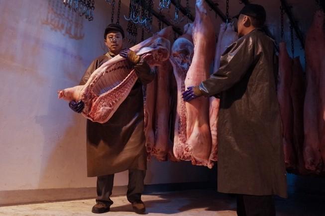 'Ác mộng' thiếu thịt heo, bà nội trợ Trung Quốc giành giật